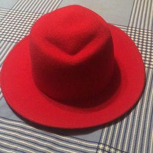 Women 100% Wool hat. New